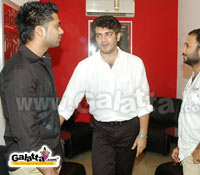 Ajith watches Silambattam with Simbu: Exclusive photos on Galatta