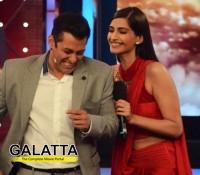Salman in awe of Katrinaa's legs?