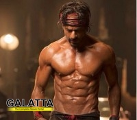 SRK's sizzling eight packs