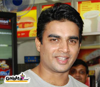 Madhavan to dub for  Naan Aval Adhu