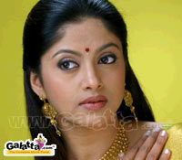 Nadhiya replaces Khushbu in 'Jackpot'
