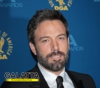 Affleck protects daughter from paparazzi!