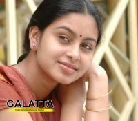 Abhinaya turns heroine