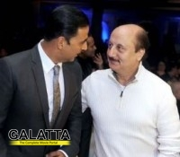 Akshay and Anupam become thick friends!