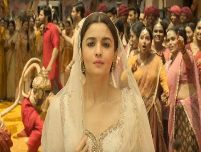 Watch the new video song featuring Alia Bhatt and Madhuri Dixit from Kalank!
