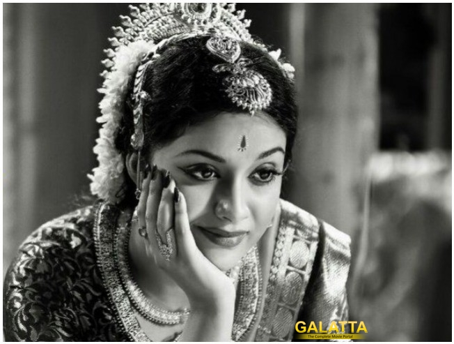 Keerthy Suresh Samantha Mahanati Nadigaiyar Thilagam To Hit Screens On May 11