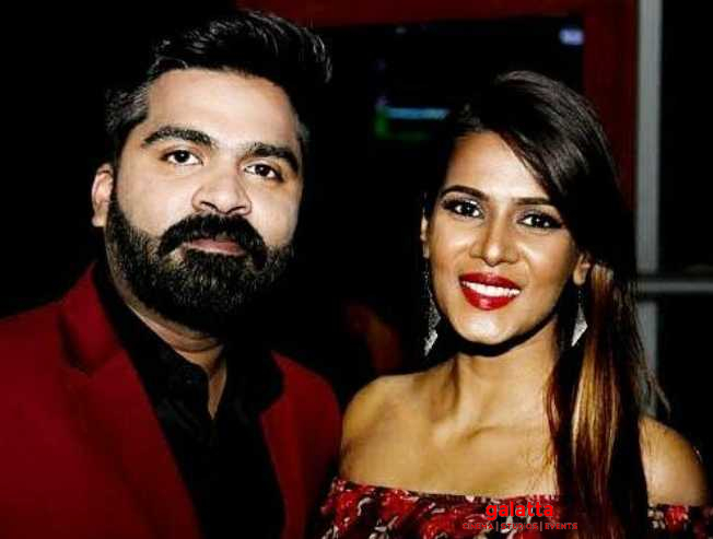 Meera Mitun's new viral video - kisses Simbu's picture!