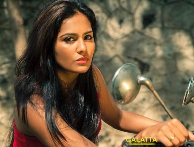 Lakshmi Priya Dons a Cop Role in Rendaavathu Aattam