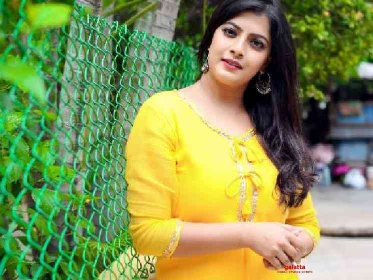 Varalaxmi Sarathkumar condemns irresponsible public and Police - Tamil Movie Cinema News