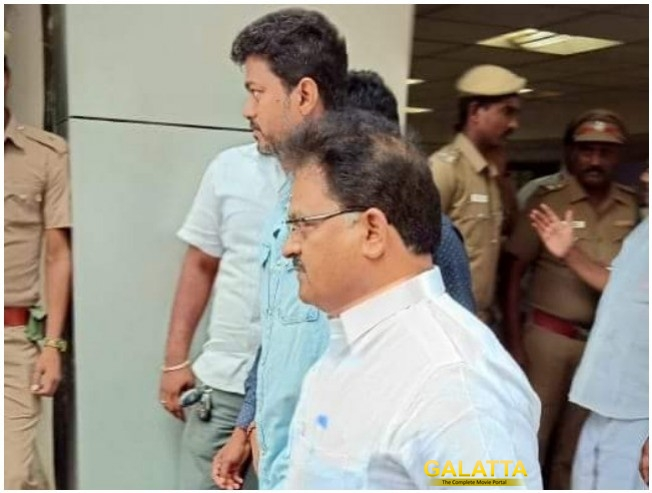 Ilayathalapathy Vijay Meets DrKalaignar At Kauvery Hospital