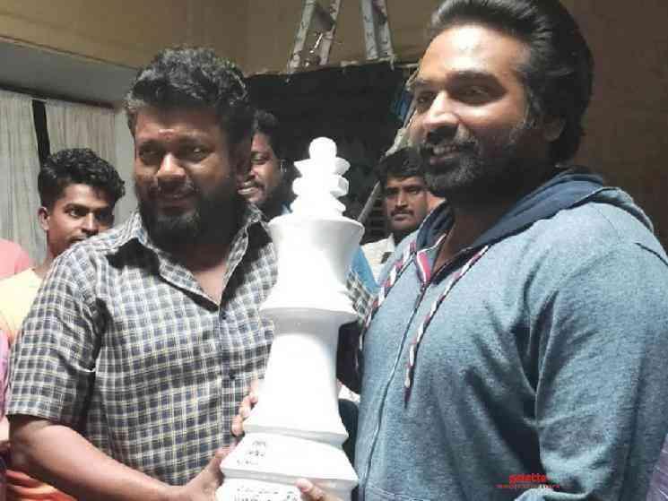 Vijay Sethupathi gets three unique birthday gifts from Parthiban - Tamil Movie Cinema News
