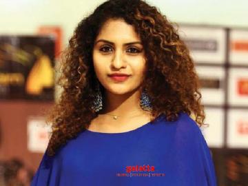 Oru Adaar Love actress Noorin Shereef injured by fans - Tamil Movie Cinema News