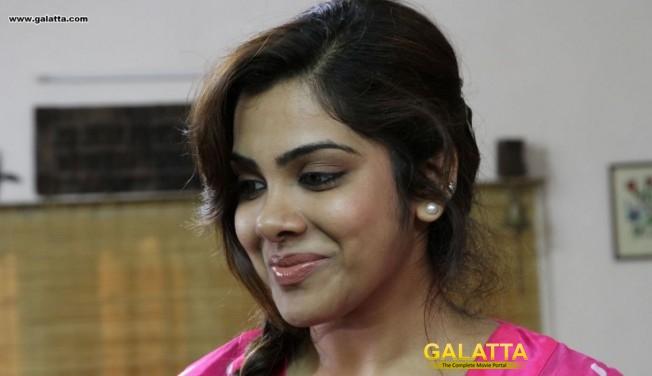 Kadhal Sandhya Gets Hitched
