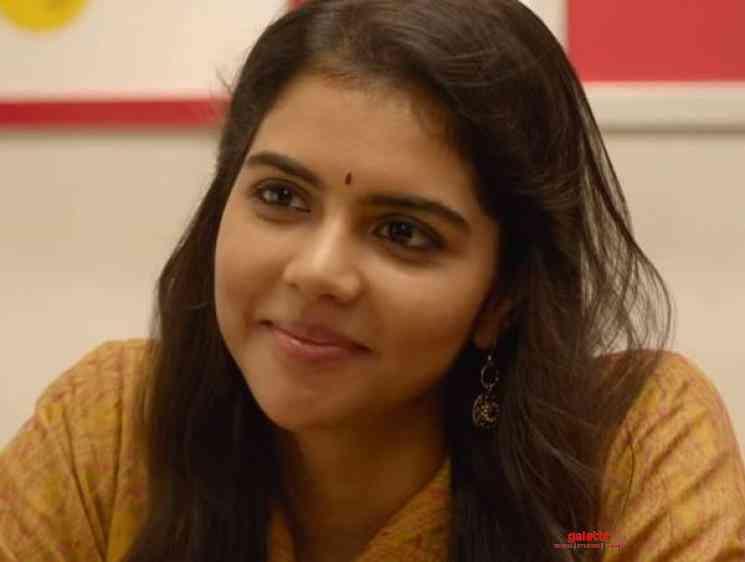 Varane Avashyamund Muthunne Kannukalil Video Song Dulquer Kalyani - Tamil Movie Cinema News