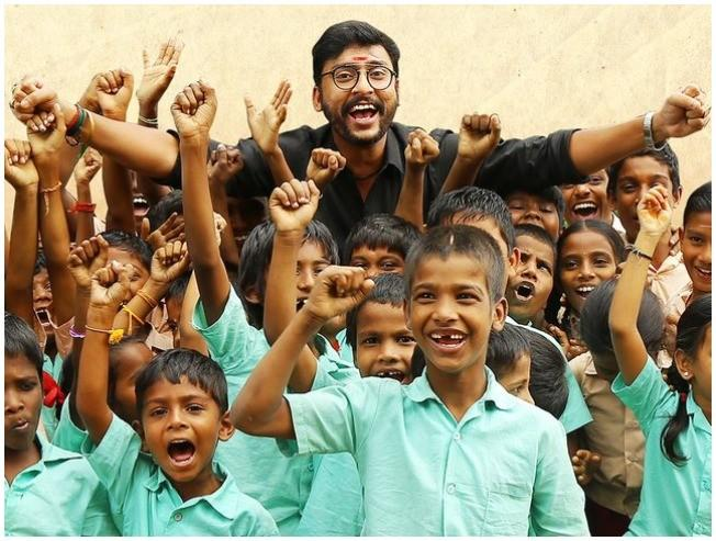 TRENDING VIDEO: RJ Balaji runs away from college students