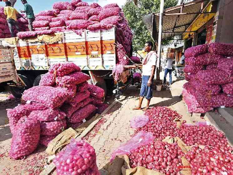 Man spends 2 lakhs becomes onion trader to travel during lockdown - Tamil Movie Cinema News
