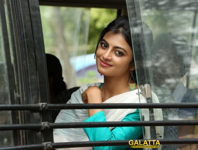 Anandhi Imitates Popular Comedian For A Song In Mannar Vagaiyara
