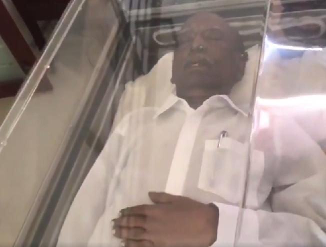 Director Mahendran passes away mortal remains kept at home for homage new video