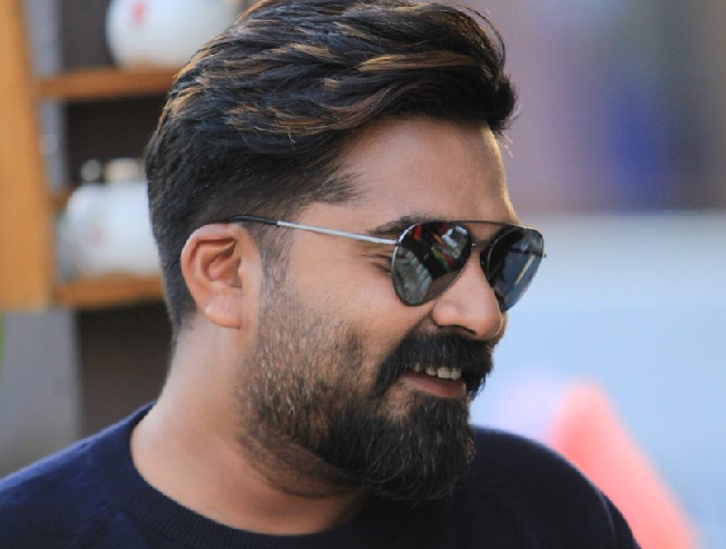 Devarattam director Muthaiya in talks to do a film with STR Simbu