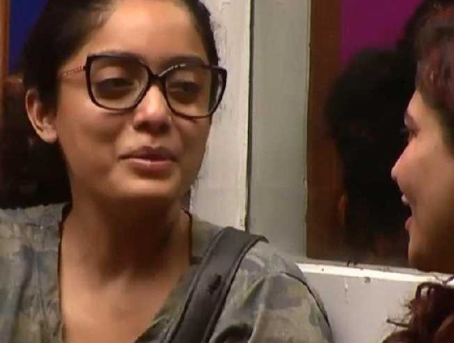Watch Video: Abhirami in love with Kavin in Bigg Boss 3?