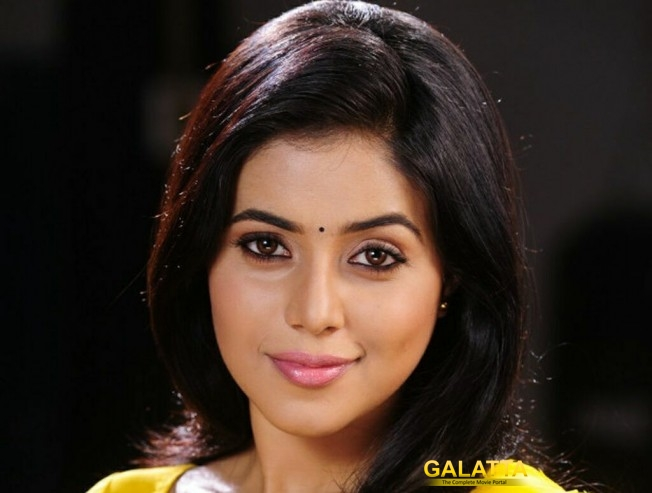 Poorna turns village belle in Ammay!