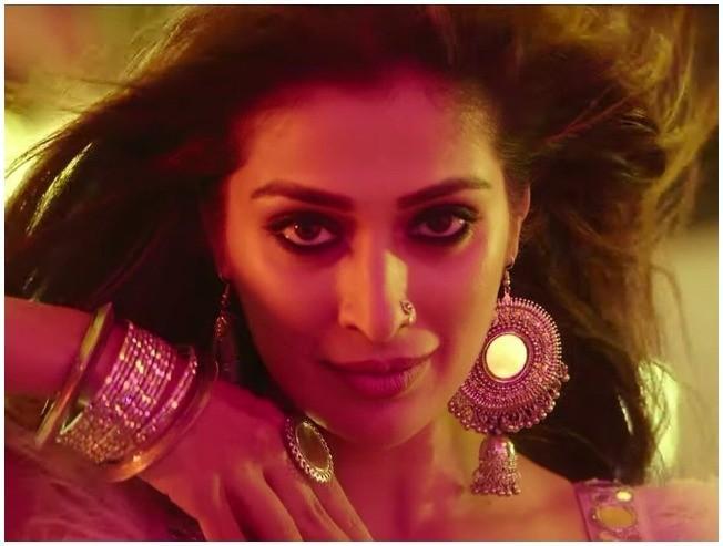 Watch Raai Laxmi's spicy HOT new video here!