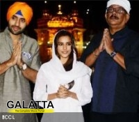 Rangrezz Team seek blessings at the Golden Temple!