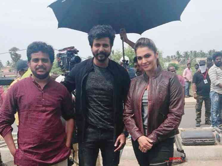 Isha Koppikar pic from Sivakarthikeyan Ayalaan shooting spot - Tamil Movie Cinema News