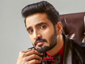 Santhanam new movie Dikkilona Harbhajan singh R Kannan - Tamil Movie Cinema News