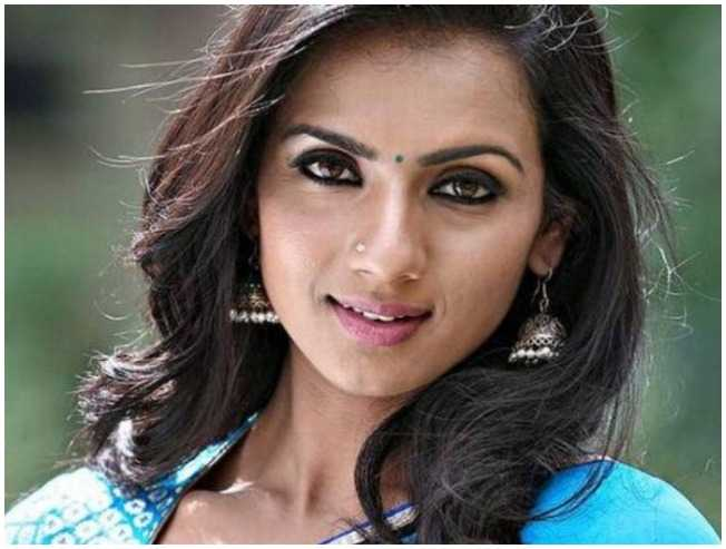 Popular Kannada actress confirms pregnancy