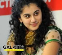 Taapsee bags an Enthusiastic Performer Award!