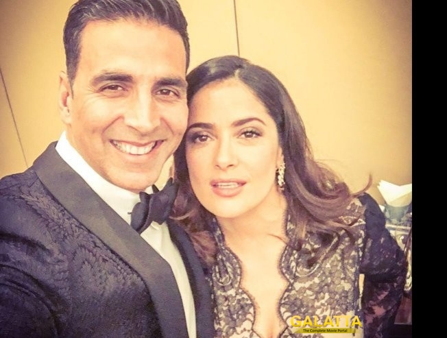 Akki calls it Selfie of a Lifetime!