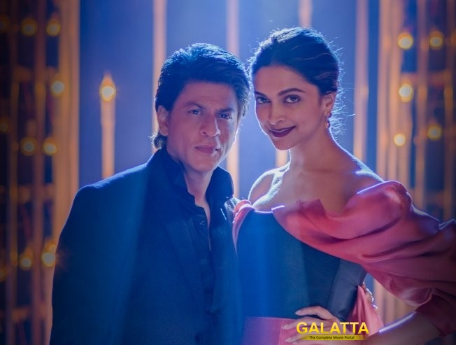 SRK wipes Deepika's tears after she broke down on...