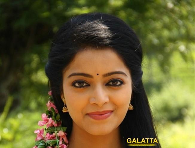 Janani Iyer Sings Un Nerukkam In Vidhi Madhi Ultaa