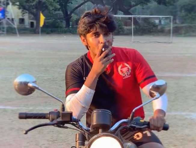 Dhruv Vikram sings the famous Thangamey Unnathan from Naanum Rowdy Dhan