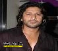 Arshad arrives at Jolly LLB premiere on scooter!