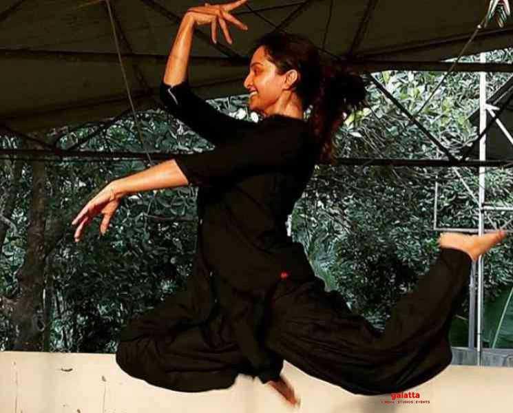 டான்ஸர்களுக்கு பறக்க இறக்கைகள் தேவையில்லை ! மஞ்சு வாரியர் செய்த பதிவு- Latest Tamil Cinema News