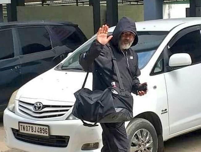 Thala Ajith spotted yet again - Photos go viral