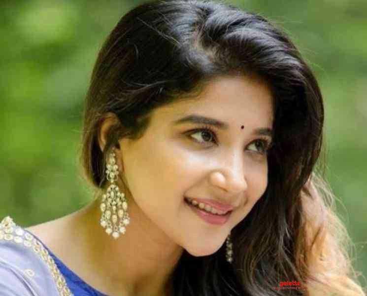 டெடி பியர் பொம்மை கொண்டு உடற்பயிற்சி செய்யும் சாக்ஷி அகர்வால் !- Tamil Movies News