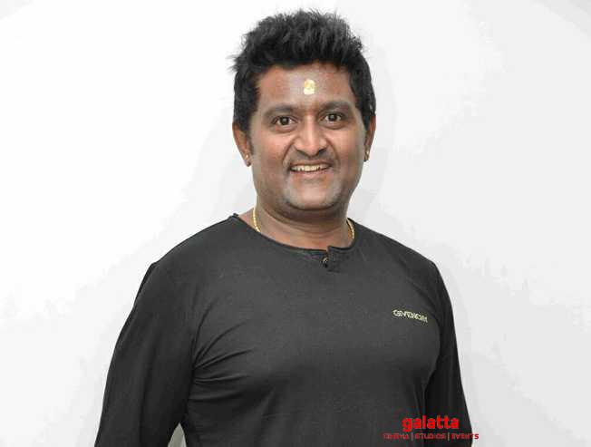 Jaggeshs brother Komal Kumar assaulted by biker at Bangalore - Tamil Movie Cinema News