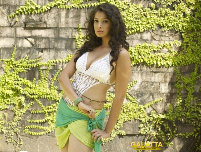 Laxmi Raai Completes her Debut Bollywood Flick!
