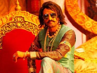 டாக் ஆஃப் தி டவுனில் பிஸ்கோத் பட போஸ்டர் ! ராஜா கெட்டப்பில் சந்தானம்