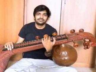 வீணை வித்வானாக மாறிய சதீஷ் ! வீடியோ வைரல்-