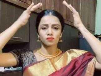 பாரம்பரிய உடையில் டிக்டாக் செய்த அஞ்சனா !-