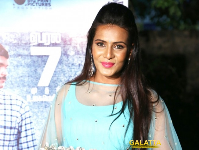 What is Meera Mithun's role in 8 Thottakkal?