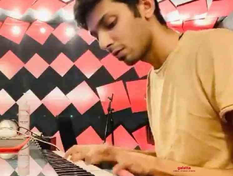 Anirudh performs Neeyum Naanum instrumental Jersey BGM for fans - Tamil Movie Cinema News