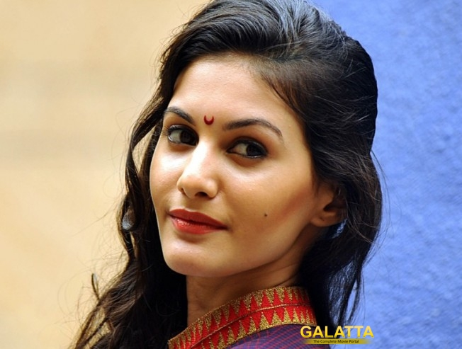 Amyra Dastur to debut in Tollywood!