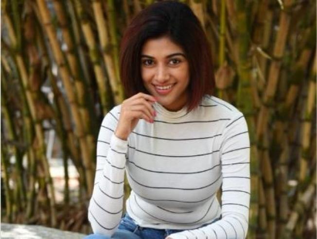 Heroine Oviyaa last seen in 90ml boyfriend is here - Tamil Movie Cinema News