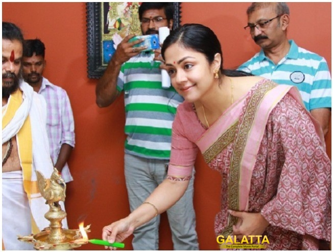 Jyothika Kaatrin Mozhi Team Doing Spot Editing After Shoot