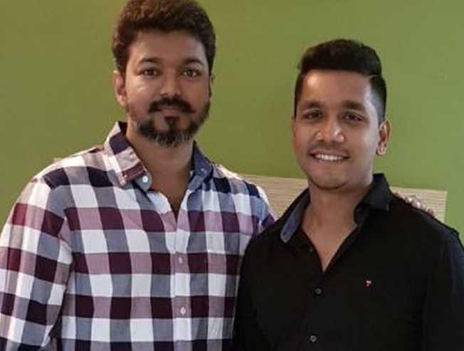 Vettri Theatres Rakeshs reply on fan accusing him as biased - Tamil Movie Cinema News